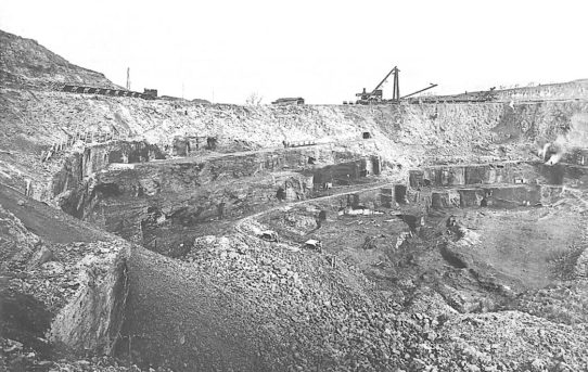 1915: un escavatore per le miniere….